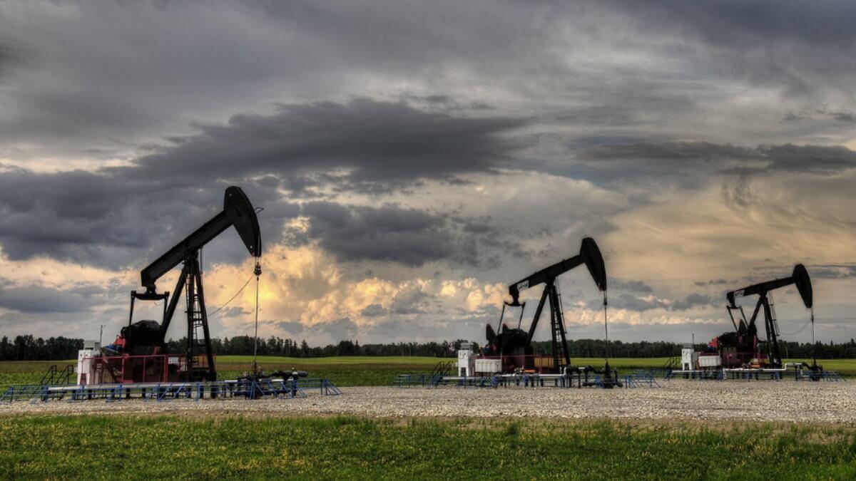 Нефть Нефтедобыча Нефтяной станок-качалка два
