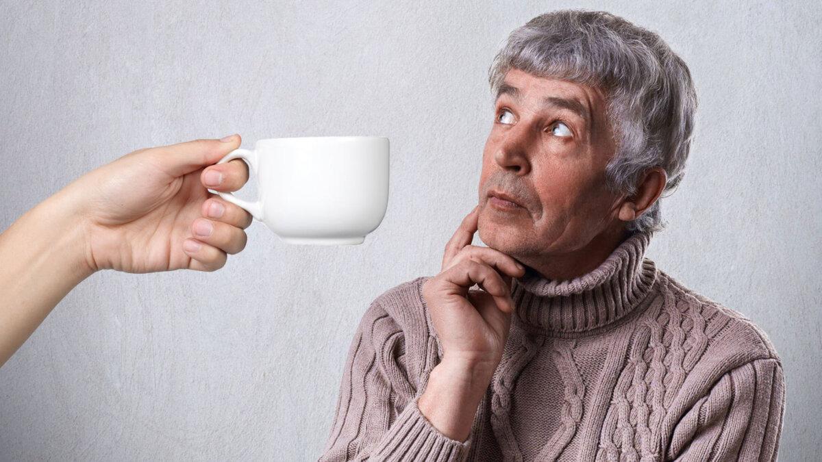 пожилой человек память чашка кофе