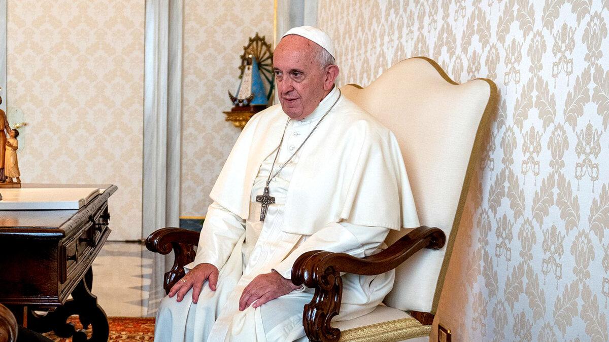 Его Святейшество папа римский Франциск в кресле