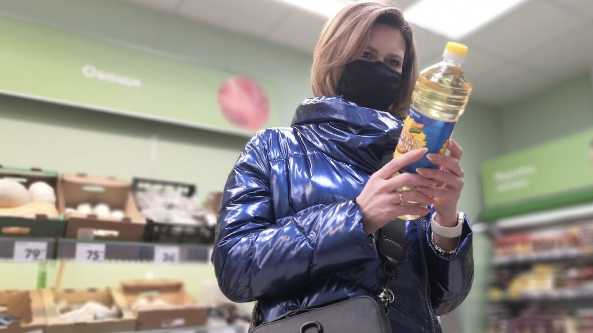 покупательница подсолнечного масла