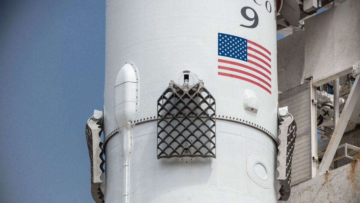 ракета-носитель SpaceX Falcon 9 вблизи
