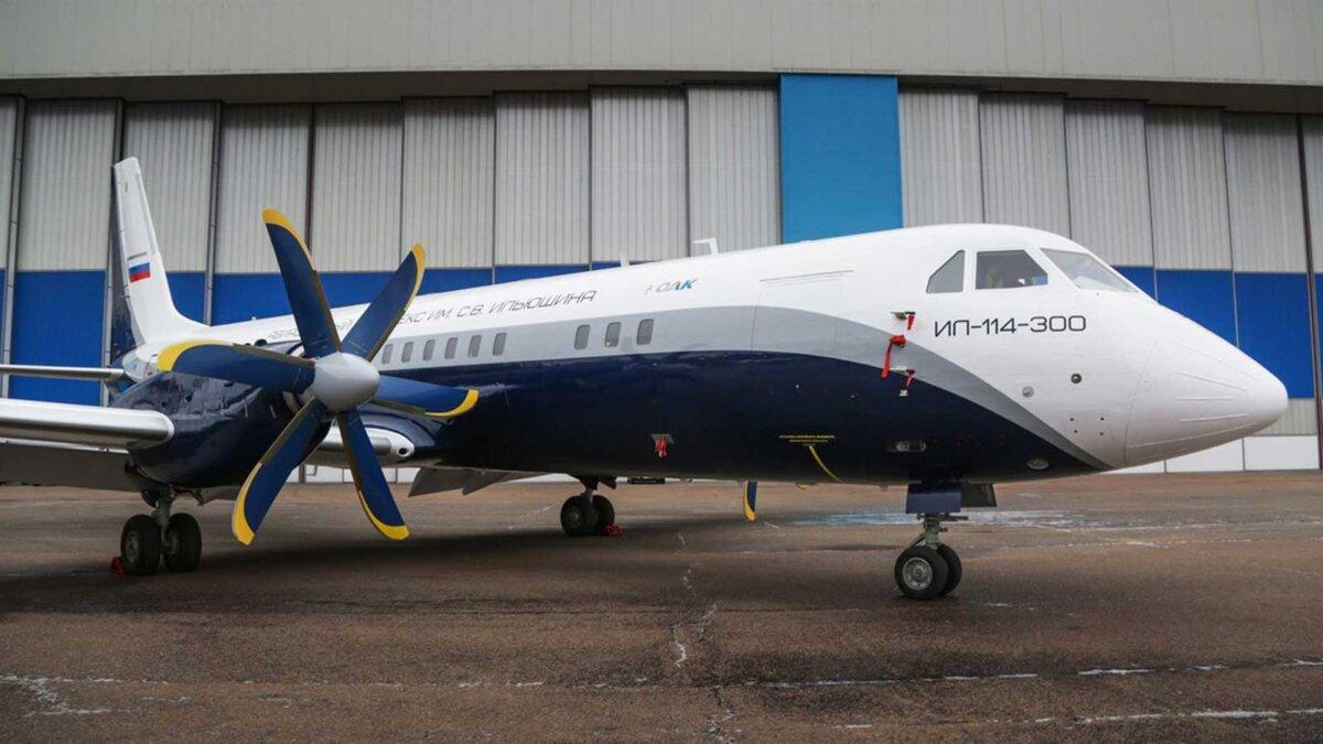 Российский пассажирский самолет Ил-114-300
