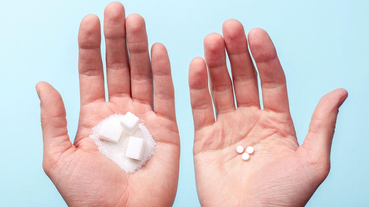 сахарозаменитель сахар заменитель таблетки в руке