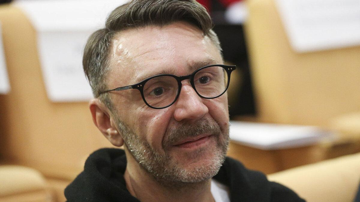 Сергей шнуров в очках