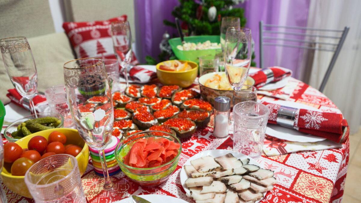 Новогодний стол Новый год три