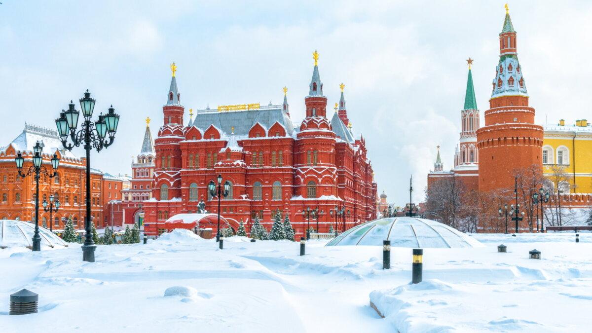 Москва зима снег сугробы Кремль