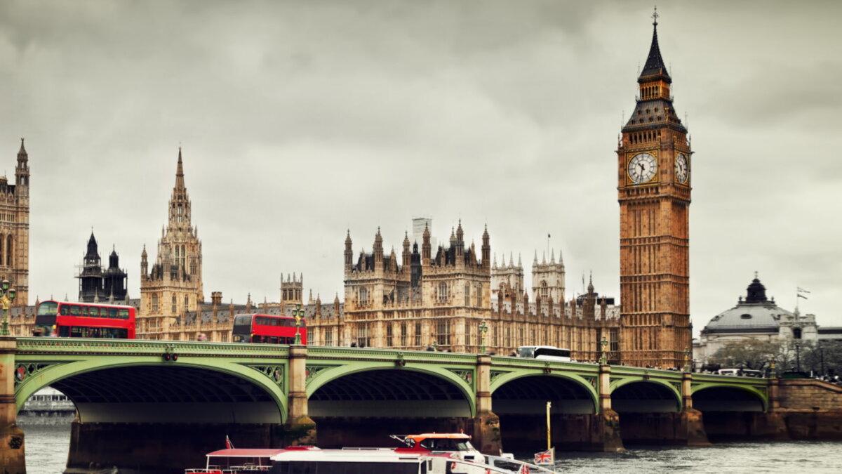 Лондон Великобритания башня Биг-Бен коронавирус ограничения два