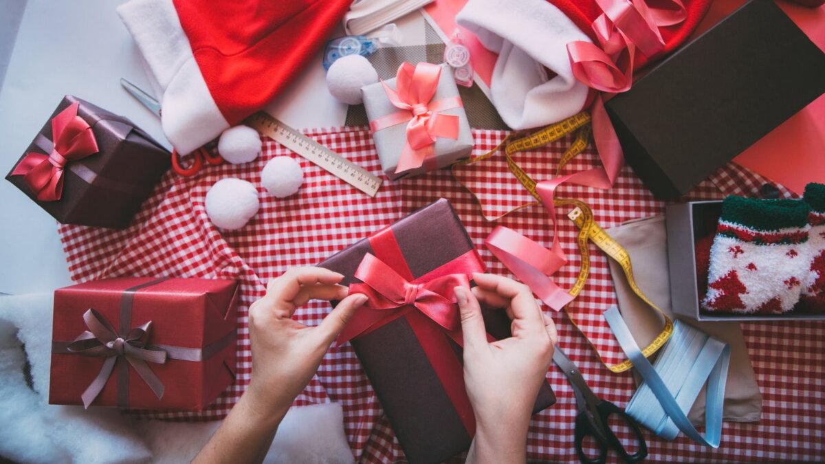 Упаковка подарков оформление подготовка к Новому году