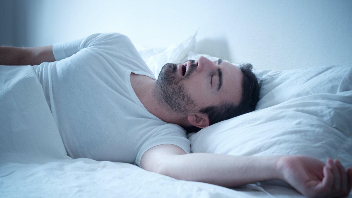Сонливость в течение дня может быть симптомом опасной ночной болезни
