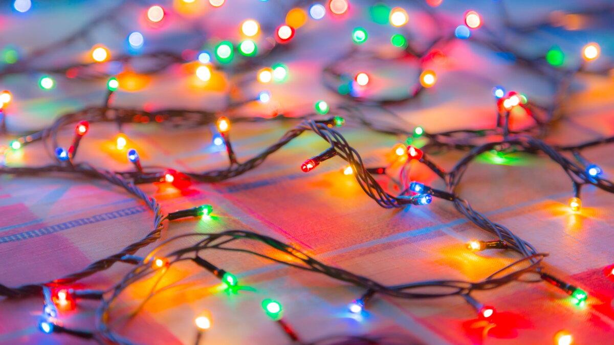 Новый год разноцветная гирлянда