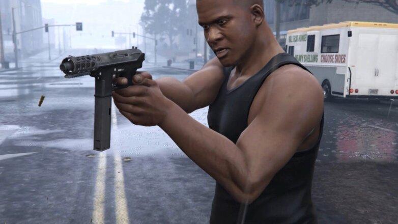 Intratec TEC-9 в руках у персонажа игры GTA5