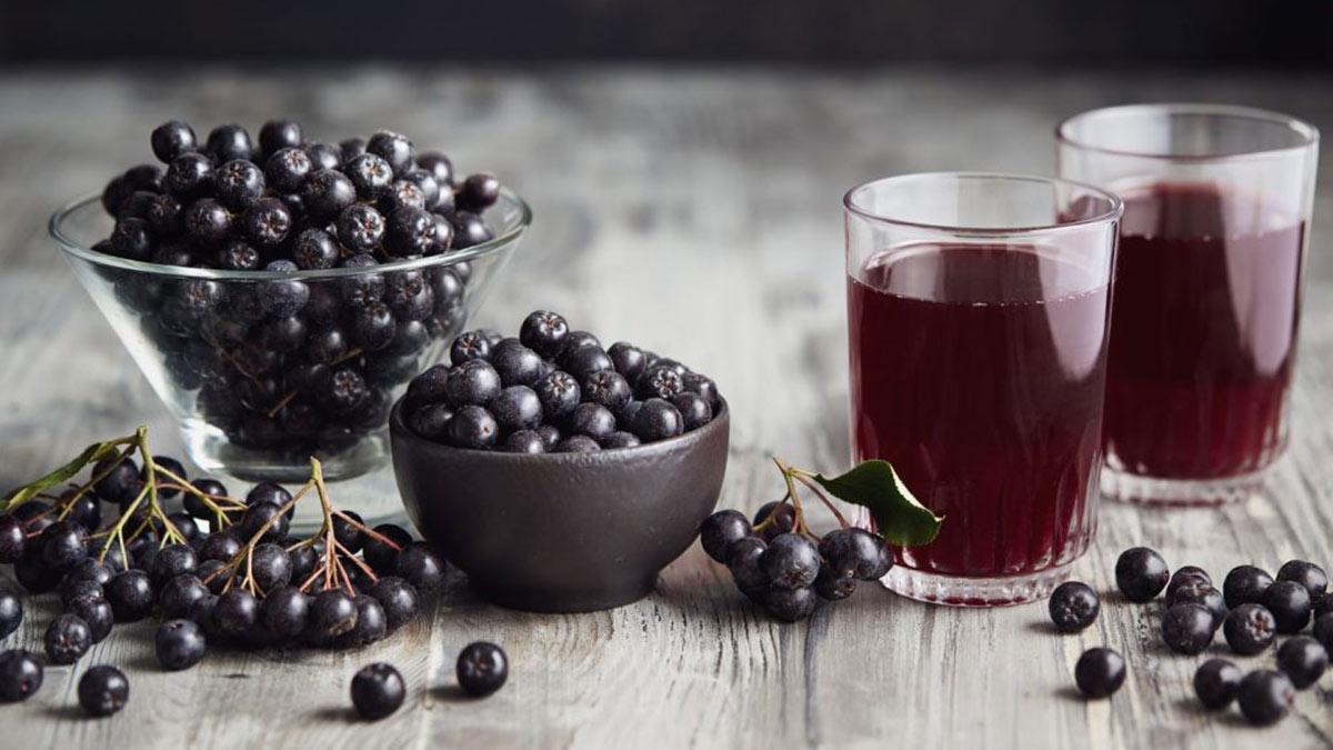 сок черноплодной рябины ягоды