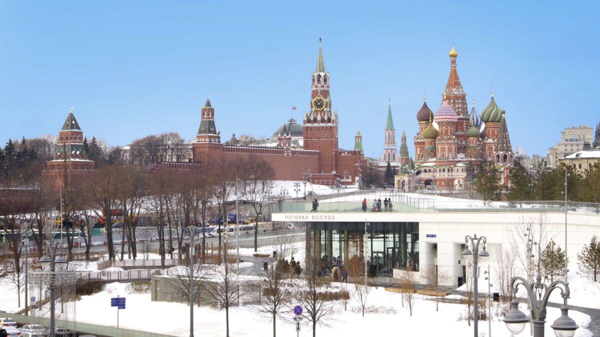 солнечный зимний день в москве
