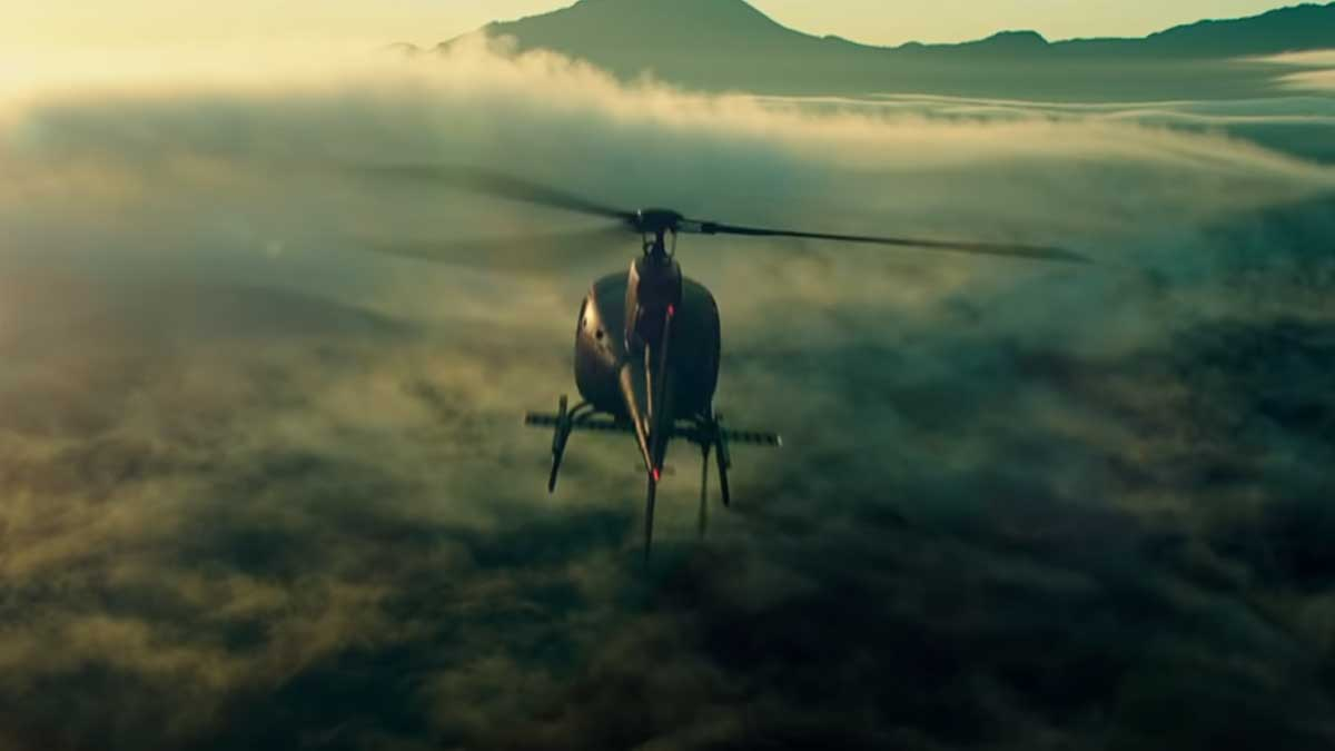 вертолет летит тучи трейлер