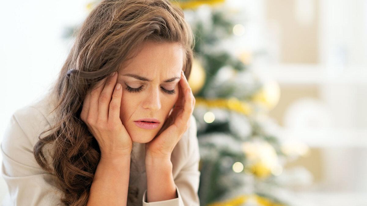 женщина стресс Новый год волнение головная боль