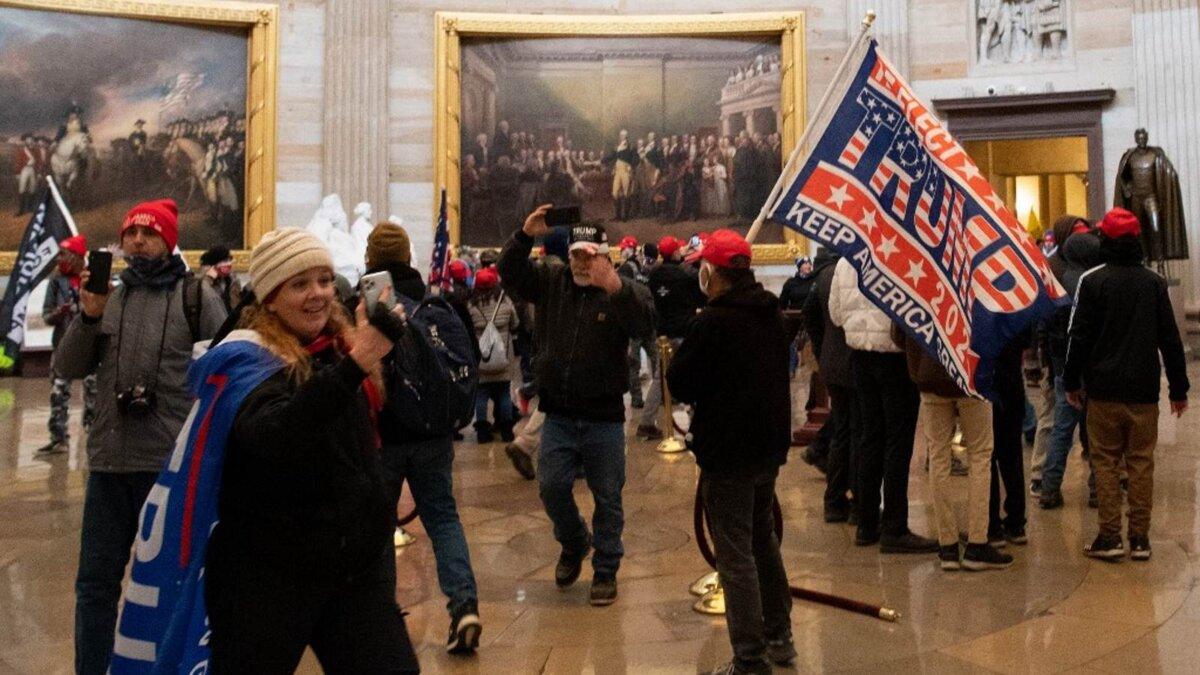 США протесты сторонники Трампа ворвались в Капитолий