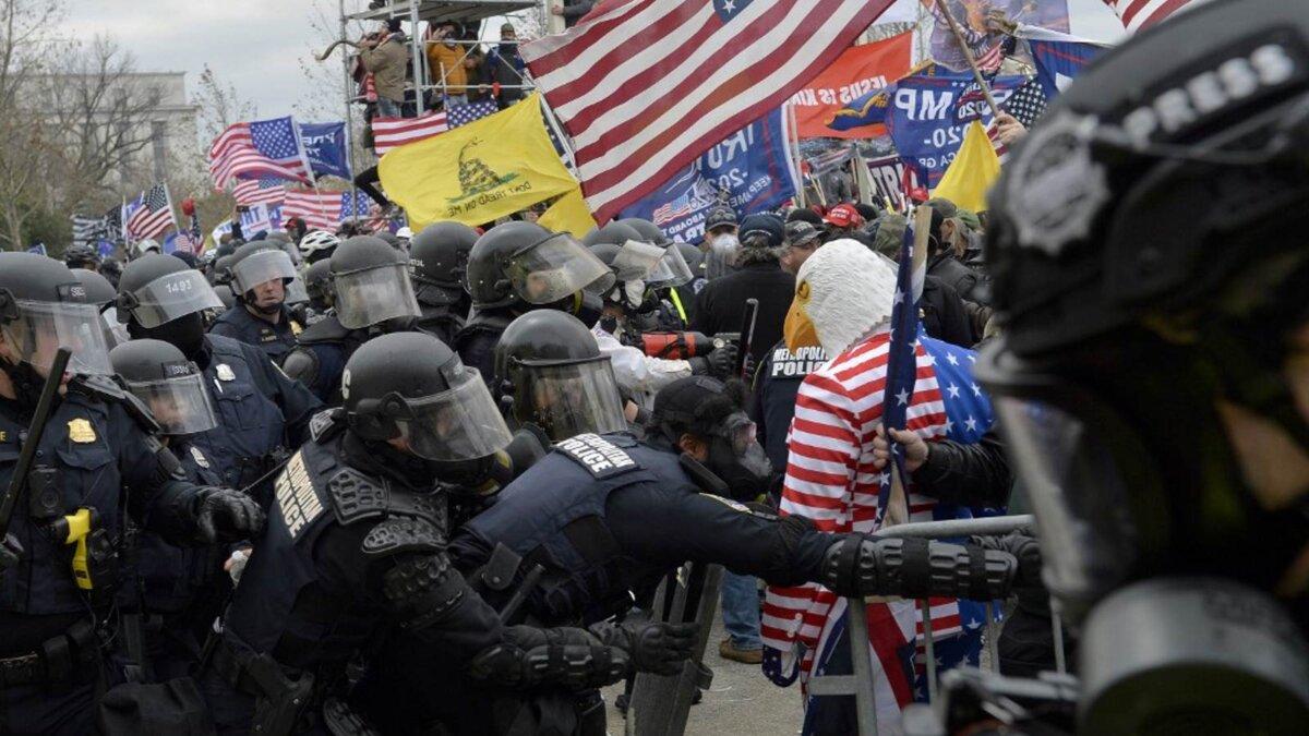 США протесты сторонники Трампа полиция беспорядки столкновения