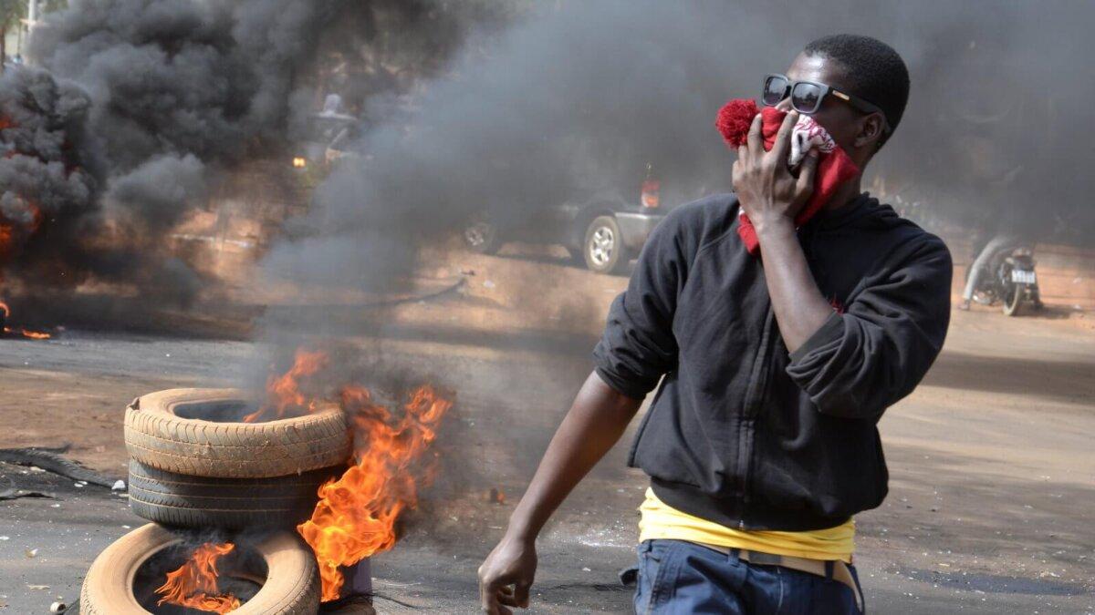 Африка чернокожий протесты беспорядки погромы