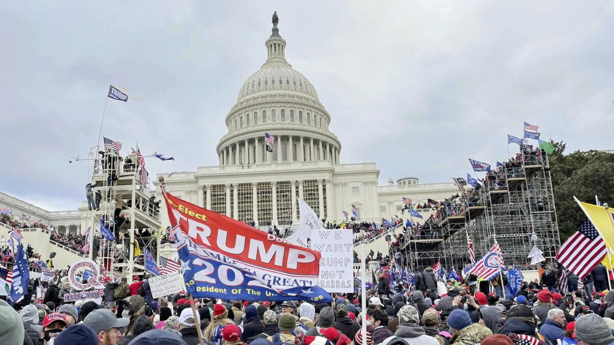 США протесты сторонники Трампа окружили Капитолий два