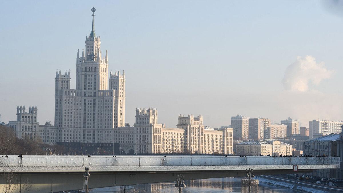 Москва зима погода мороз утро дом на Котельнической набережной