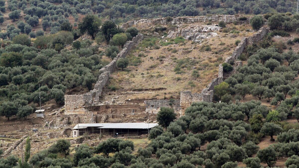 Руины города Метрополис в Турции археология