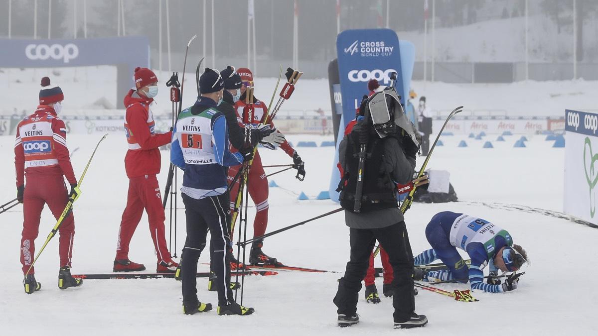 Первая сборная России в составе Александра Большунова, Алексея Червоткина, Евгения Белова и Дениса Спицова