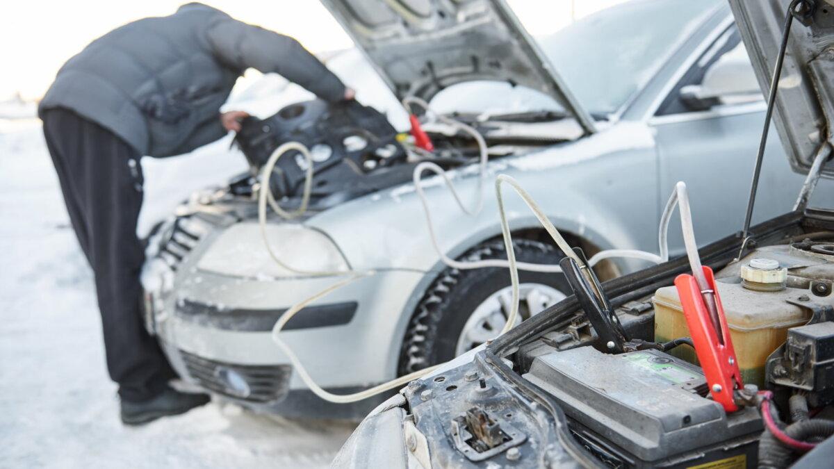 Зарядка аккумулятора прикурить машина автомобиль два