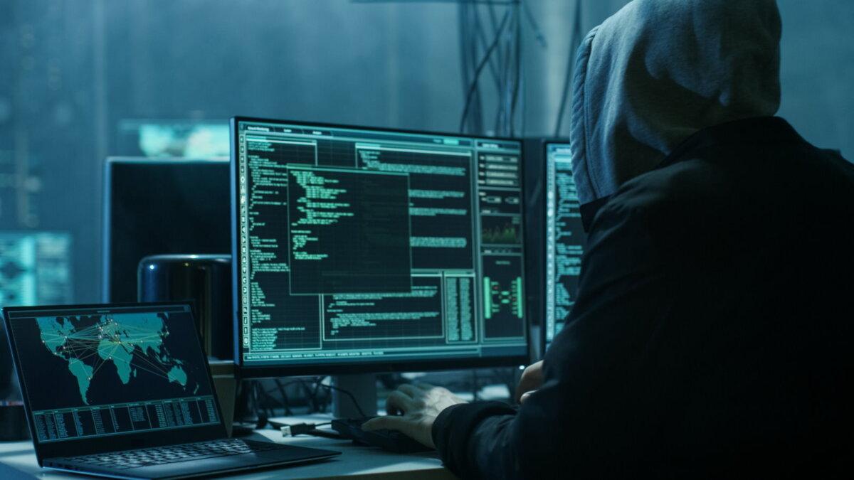 Хакер взлом кибератака киберпреступление мошенник три