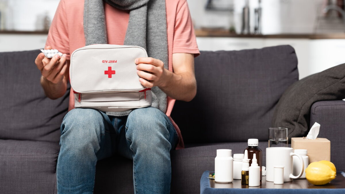 Домашняя аптечка простуда ГРИПП больной лекарства