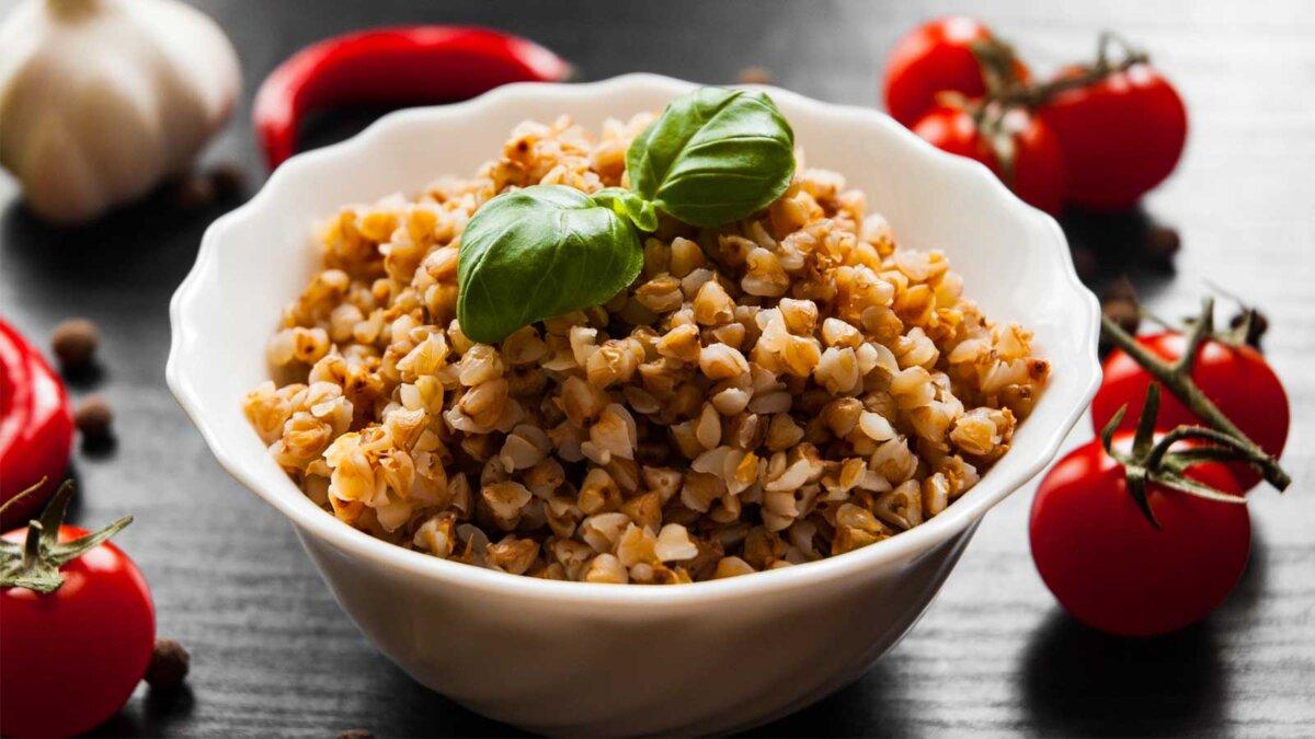 Гречневая каша тарелка помидоры buckwheat porridge