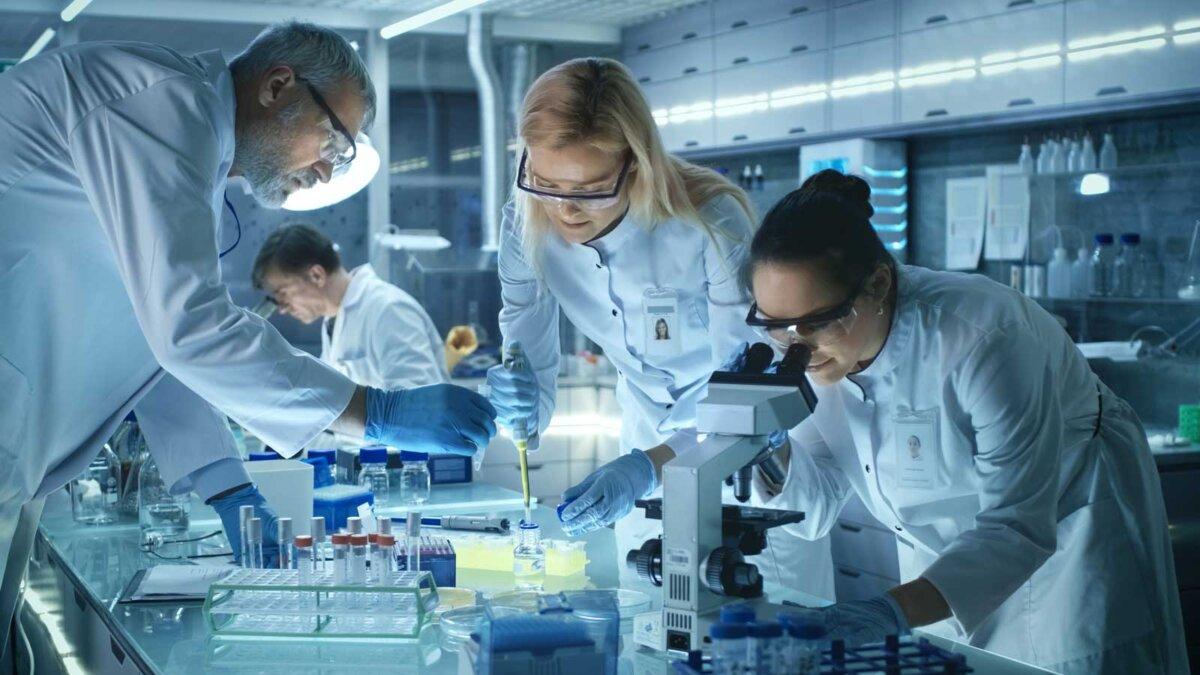 Команда медицинских исследователей работает над лечить болезни нового поколения