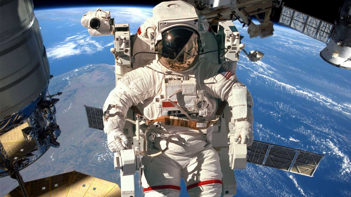 Космонавт International Space Station МКС