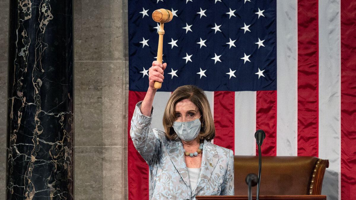 Нэнси Пелоси спикер Палаты представителей с молотком