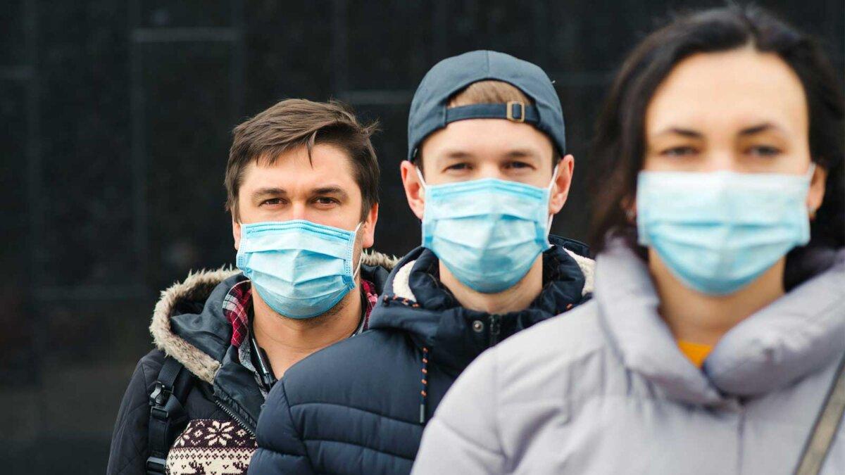 People wearing face mask outdoors люди улица лица маски коронавирус