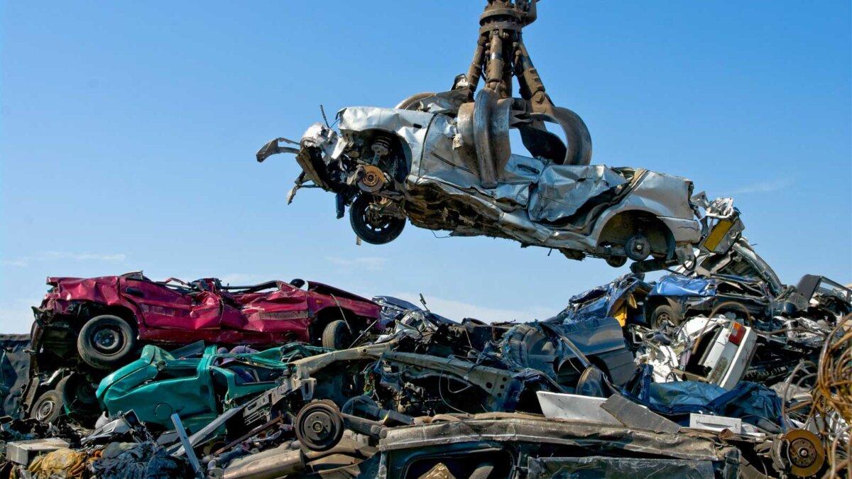 Свалка автомобилей кран car dump