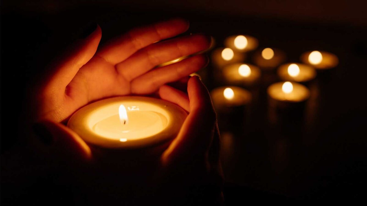 Свечи руки