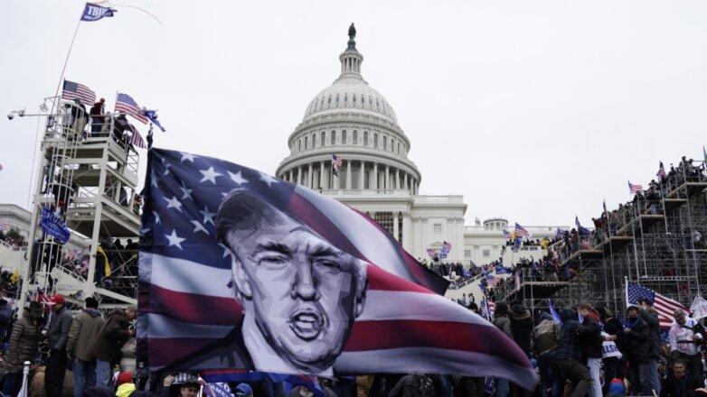 Сторонники Дональда Трампа собрались на ступенях Капитолия в Вашингтоне
