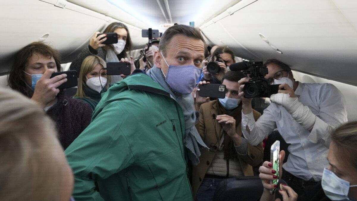 Алексей Навальный вылетел из Берлина в Москву два