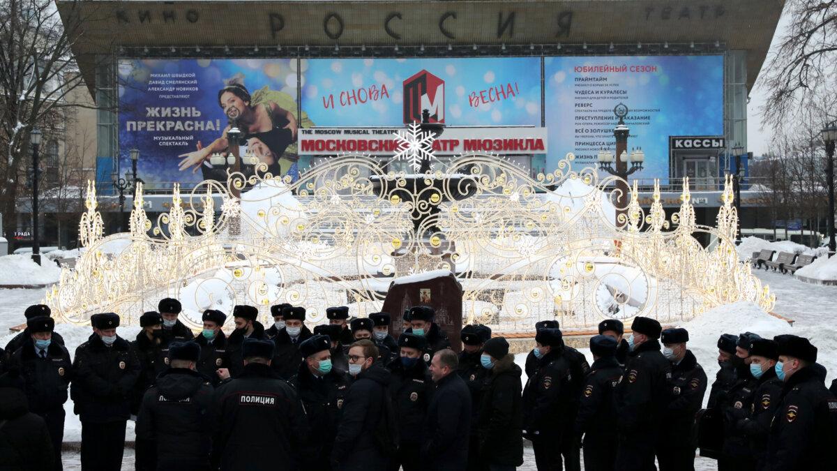 Сотрудники полиции на Пушкинской площади