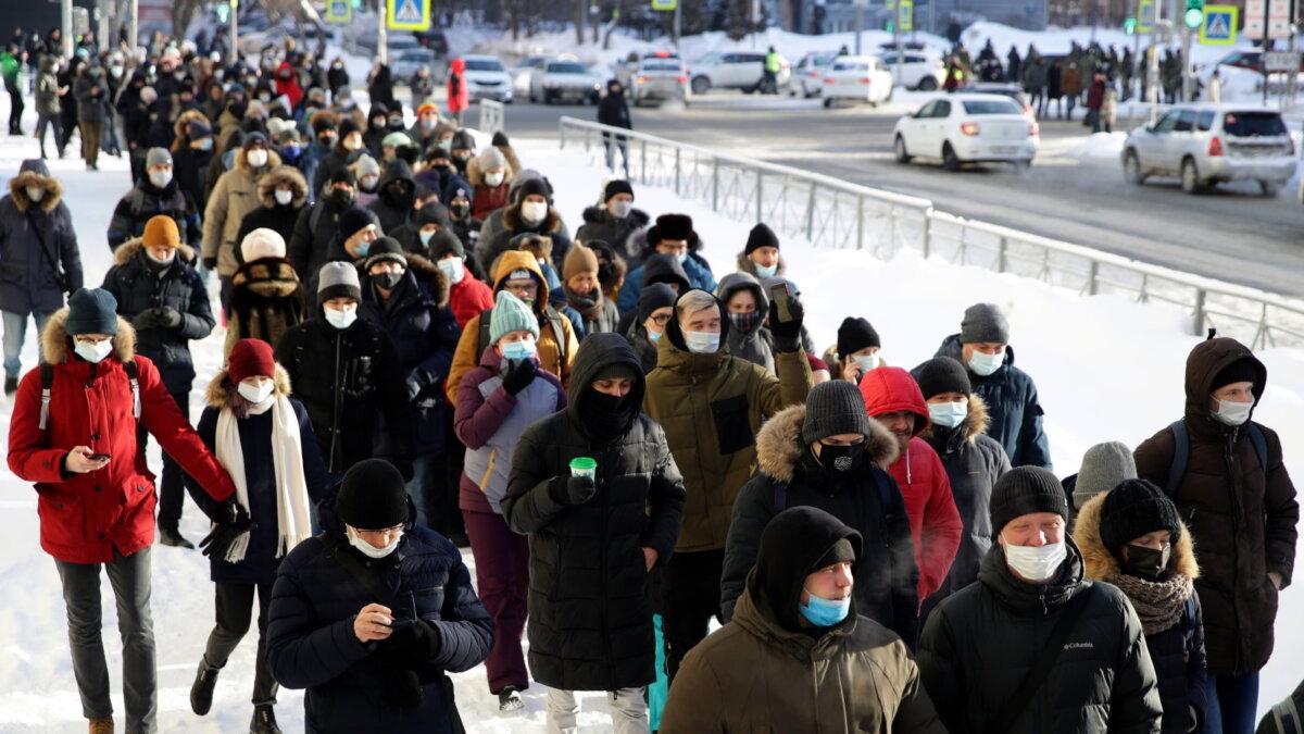 Россия Несогласованная акция шествие митинг протесты тротуар