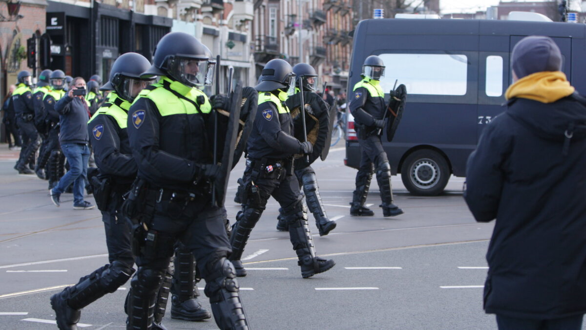 Амстердам Нидерланды протесты митинг полиция
