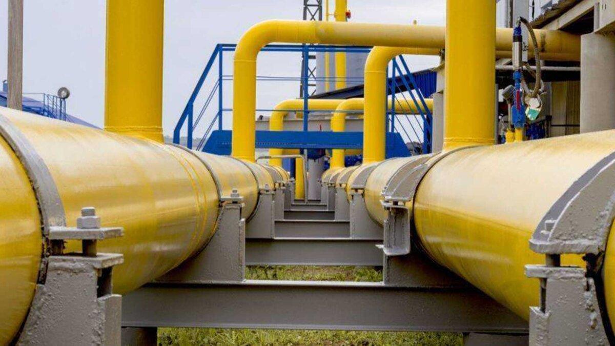 Трубы газ The gas pipeline is yellow