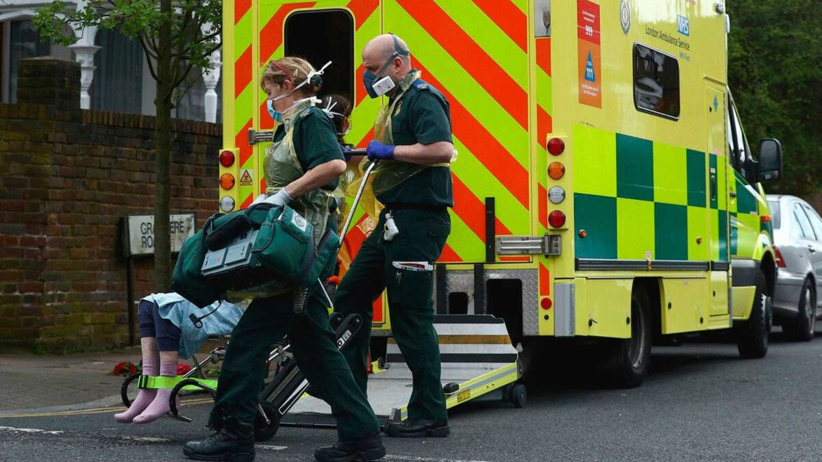 Великобритания Лондон коронавирус врачи