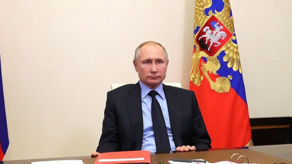 Владимир Путин красная папка