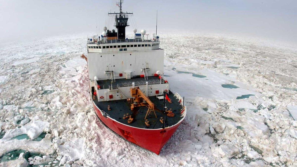 американский корабль в северно-ледовитом океане