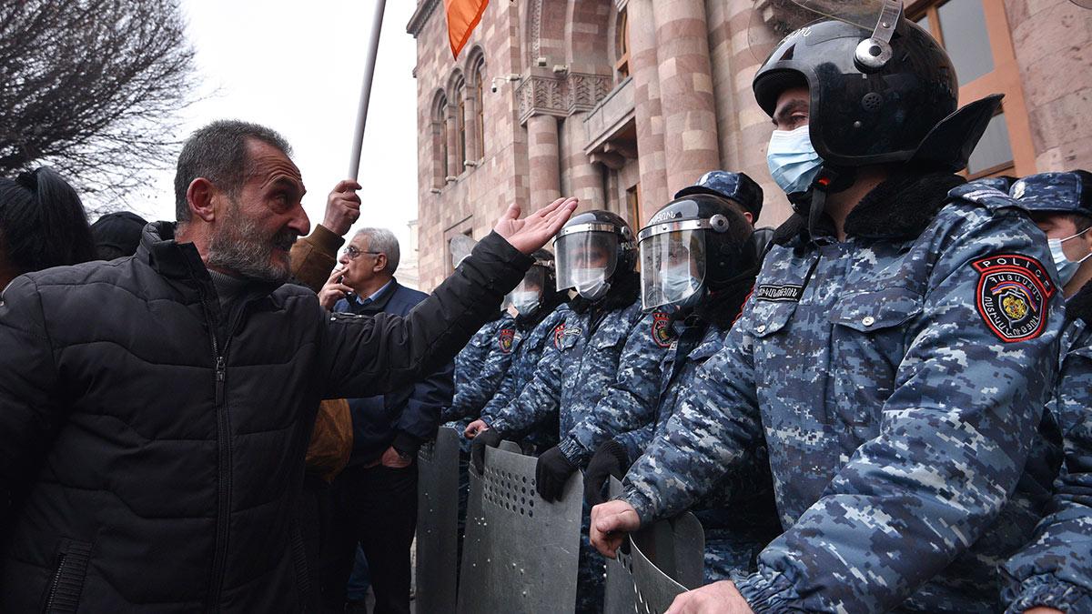 армения протесты Ереван столкновения полиция митинг