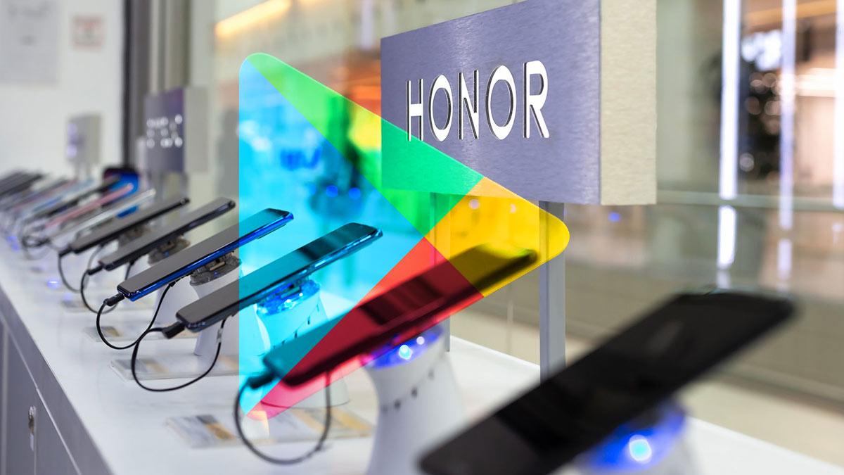 линейка смартфонов honor на витрине логотип Google play