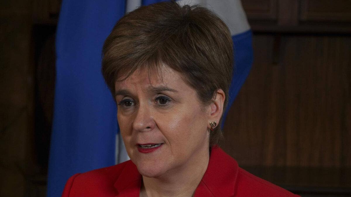 Никола Стерджен Шотландия флаг