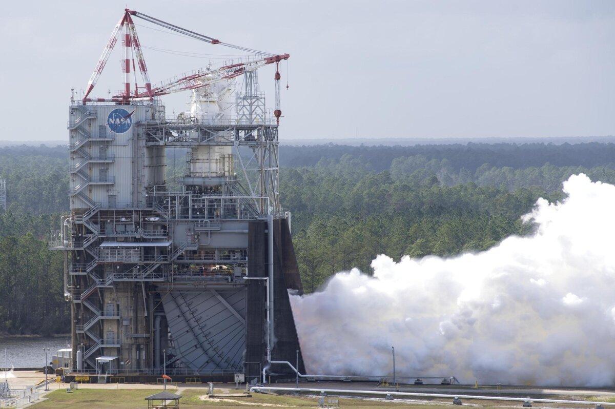 испытания ракетного двигателя NASA