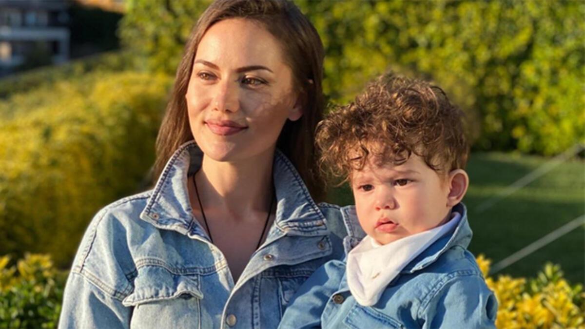 Фахрие Эвджен и сын Бурака Озчивита